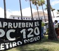 20210513, San JuanJubiladas y jubilados del gobierno de Puerto Rico montan campamento frente al Capitolio en defensa de sus pensiones. (FOTO: VANESSA SERRA DIAZvanessa.serra@gfrmedia.com)