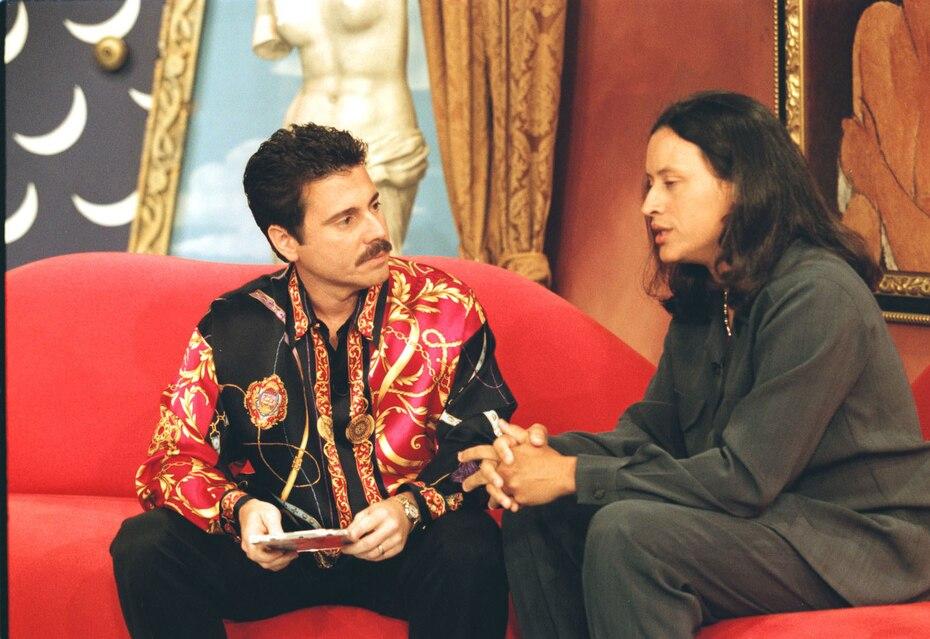 El merenguero Elvis Crespo durante una entrevista en 1998. (GFR Media)