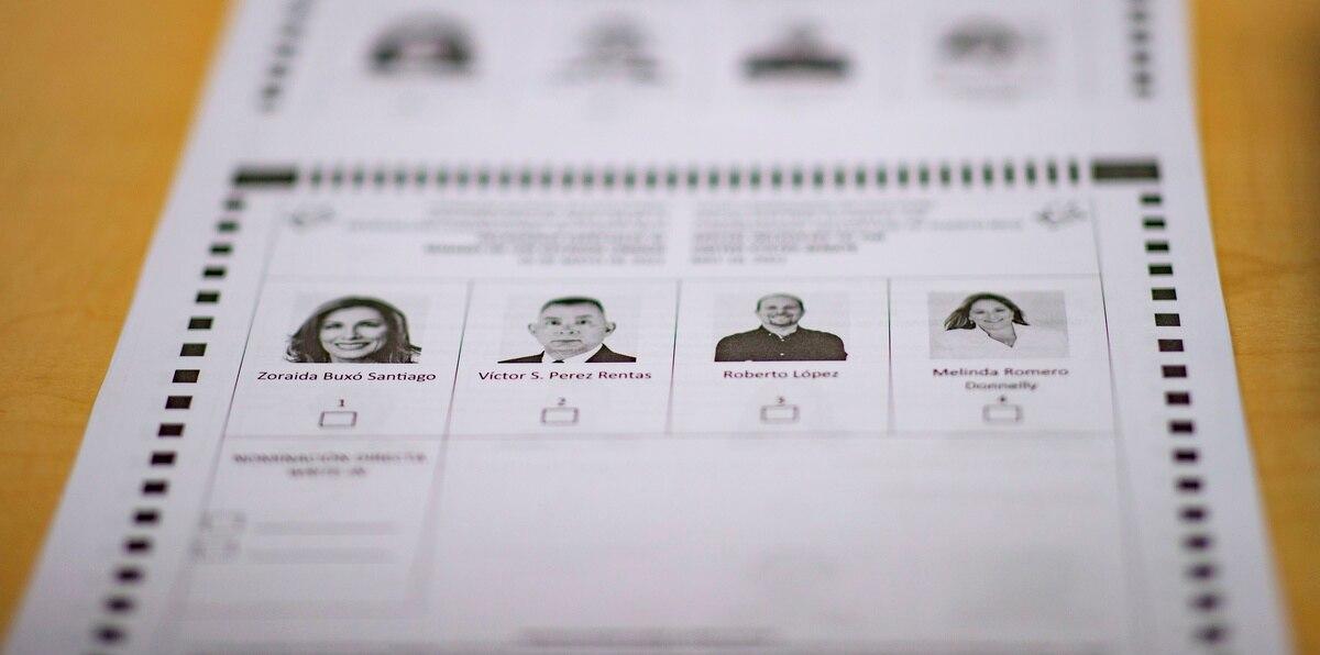 Una papeleta de la elección especial.