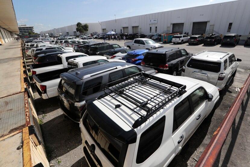 La foto muestra parte de los vehículos confiscados por el gobierno de los Estados Unidos. (AP / Lynne Sladky)