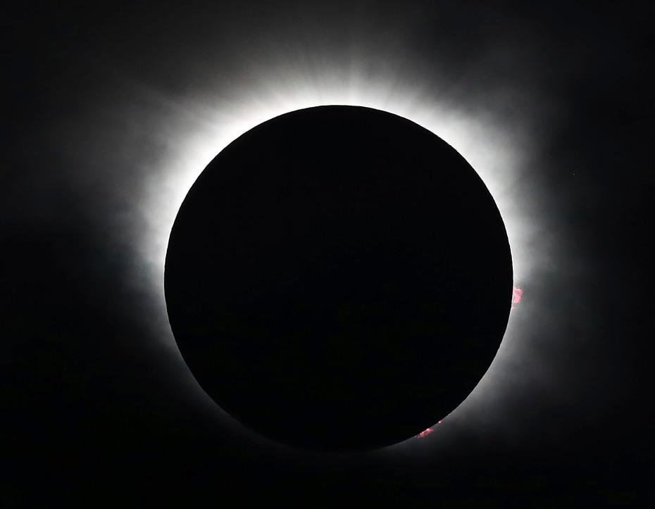 En Clayton, Georgia, el momento en que el eclipse llegó a su punto de máxima intensidad. (The Associated Press)