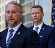 El fiscal federal Mike Hurst (al fondo) y el director interino del Servicio de Control de Inmigración y Aduanas de Estados Unidos (ICE por sus siglas en inglés), Matt Albence (en primer plano), anunciaron los cargos al tiempo que los documentos se hicieron públicos el jueves.