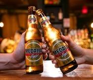 En ambos estados, Medalla Light estará disponible en latas 10oz, botellas 12oz y en botellas 7oz, conocidas como Medallita Light.