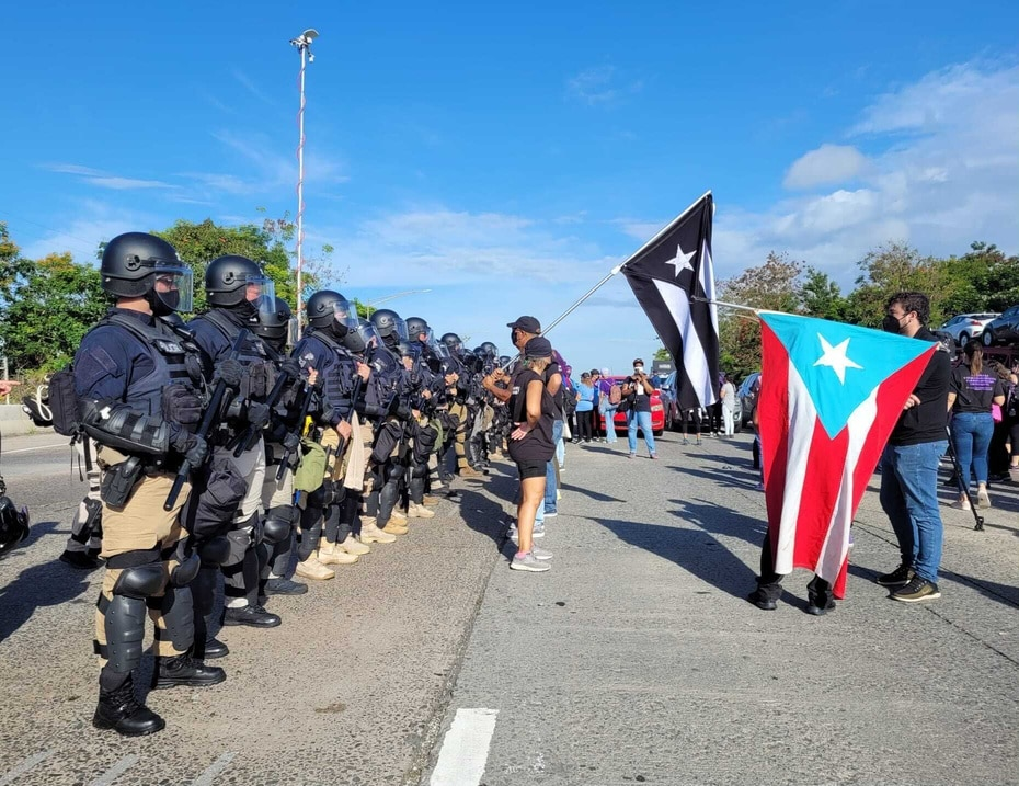 La protesta se realizaba frente a la presencia policiaca.