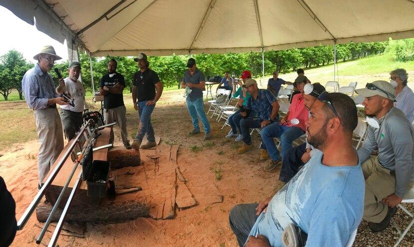 El proyecto becado unirá a los trabajadores locales de madera con contrapartes de renombre internacional.