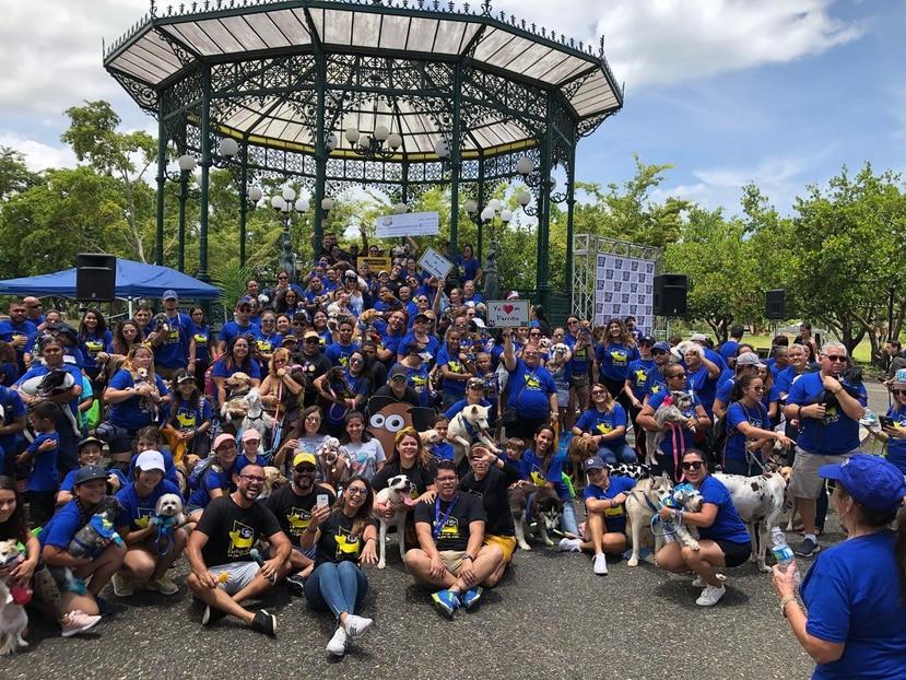 En Mayagüez, un nutrido grupo de personas formó parte de la celebración de la Sociedad Americana contra el Cáncer para honrar a las mascotas. (Suministrada)