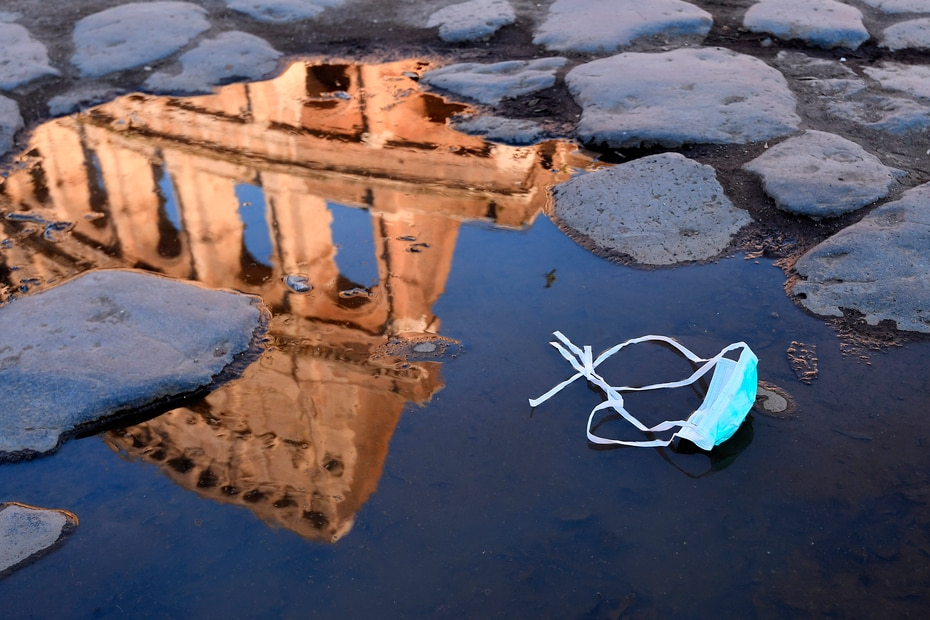 El famoso coliseo romano cerró a los turistas el 8 de marzo de 2020. Italia anunció una cuarentena radical, provocando el caos en los viajes al restringir los movimientos de una cuarta parte de su población en un intento por detener la implacable marcha del nuevo coronavirus por Europa.