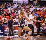 Andrea Rangel celebra la victoria de las Changas de Naranjito en San Juan.