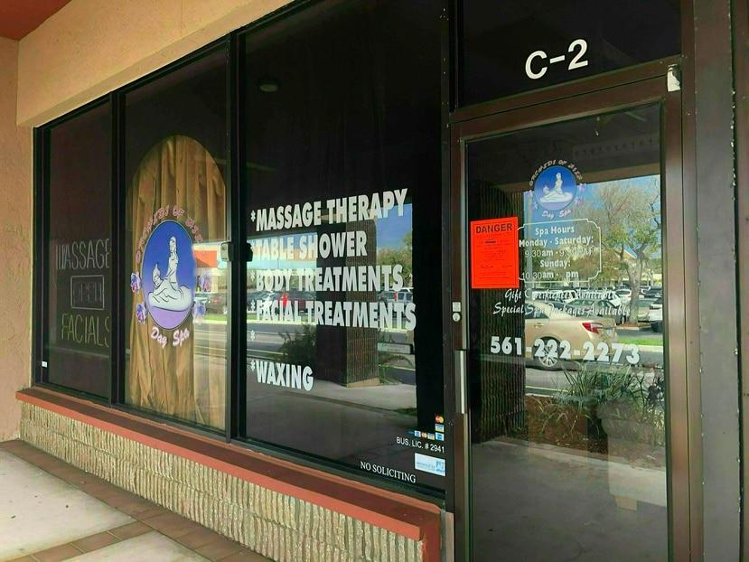 Vista del salón de masaje Orchids of Asia Day Spa, en Florida. (Palm Beach Post a través de AP)