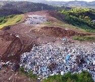 El vertedero de Toa Alta tiene una orden de cierre de la EPA y debió cesar operaciones en diciembre de 2017. Sin embargo, las partes continúan en negociaciones.