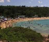 La playa Jobos, en Isabela, es un área muy concurrida por ciudadanos y turistas.