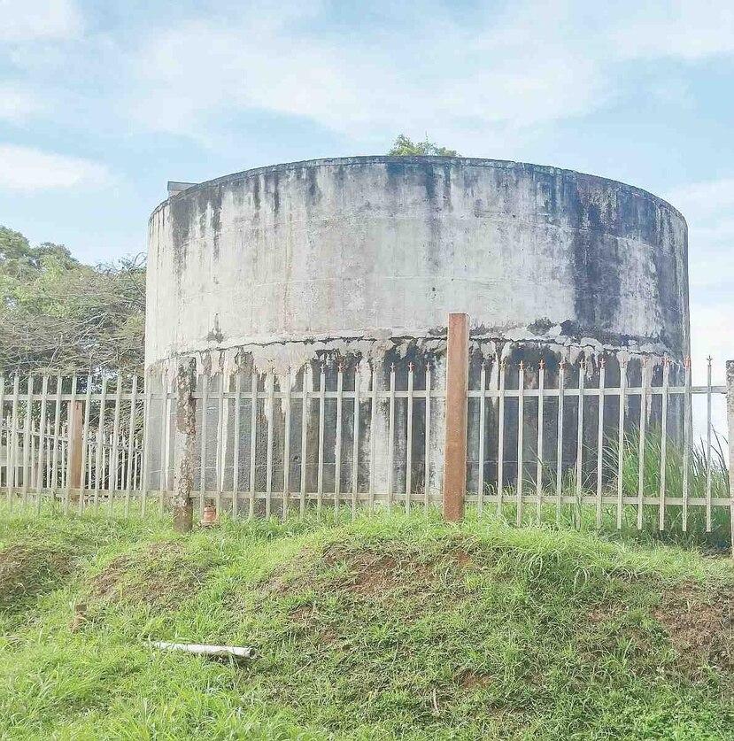 Tanque de almacenamiento de agua del Acueducto Comunal ASAJA, en el barrio Juan Asencio de Aguas Buenas. (Suministrada)