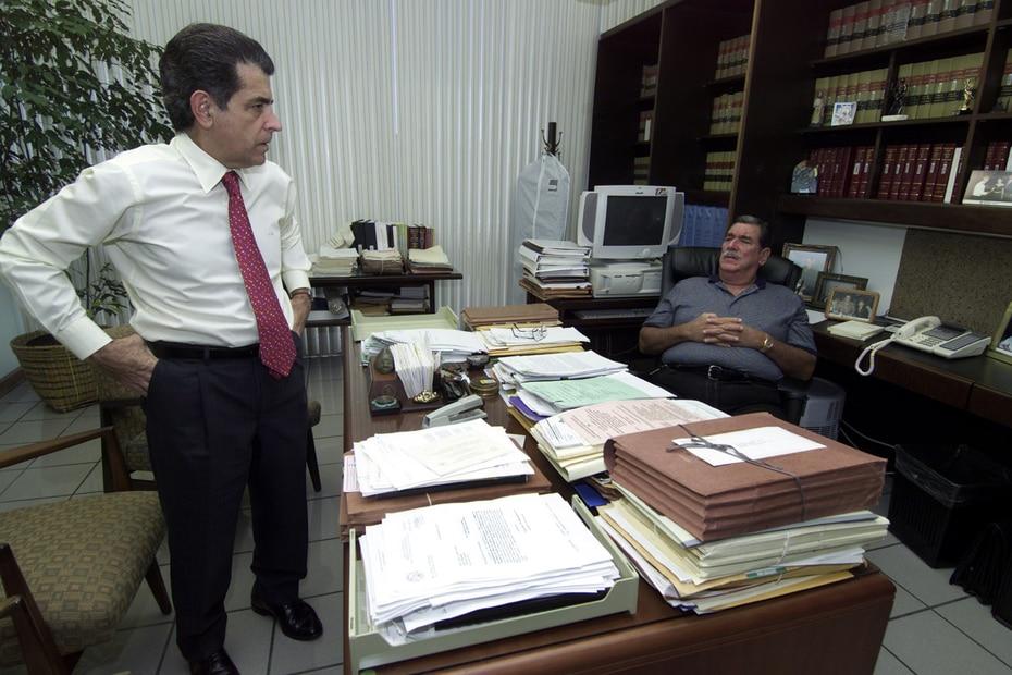 El juez José Andréu Garcia conversa con Federico Hernández Denton, quien también fue presidente del Tribunal Supremo.