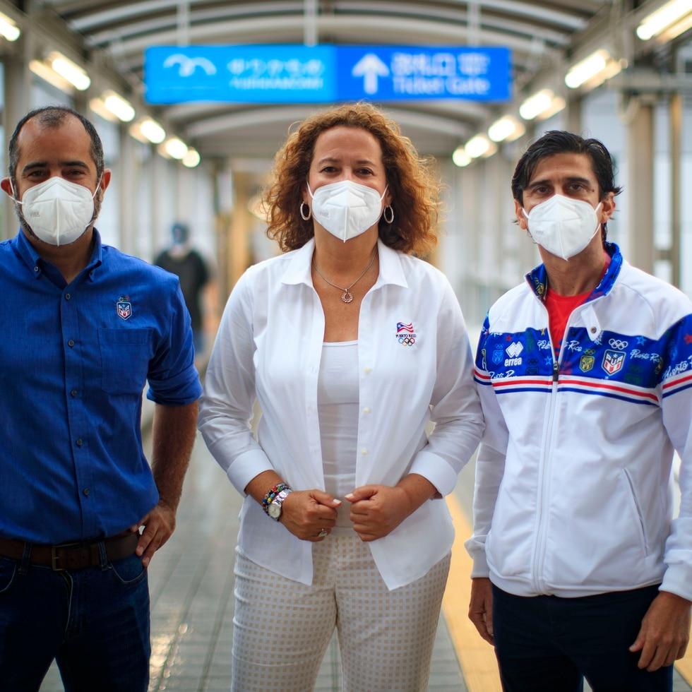 De izquierda a derecha, Fernando Olivero, hijo, director del Departamento de Alto Rendimiento del Copur; Sara Rosario, presidenta del Copur; y Víctor Ruiz, jefe de Misión en Tokio 2020.