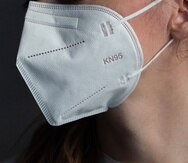 El uso de mascarillas es una de las herramientas para prevenir el virus, advierten los expertos.