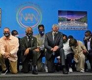 Al centro, el activista de los derechos civiles Al Sharpton. A la derecha, el alcalde Bill de Blasio.