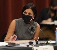 La secretaria de la Familia, Carmen Ana González Magaz, presentó una ponencia en el Senado.