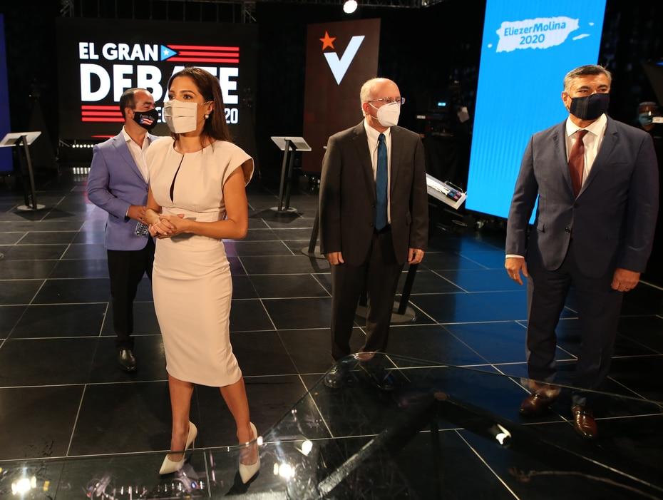 Alexandra Lúgaro, César Vázquez y Carlos Delgado Altieri (de izquierda a derecha) durante una sesión de fotos antes del inicio del debate.