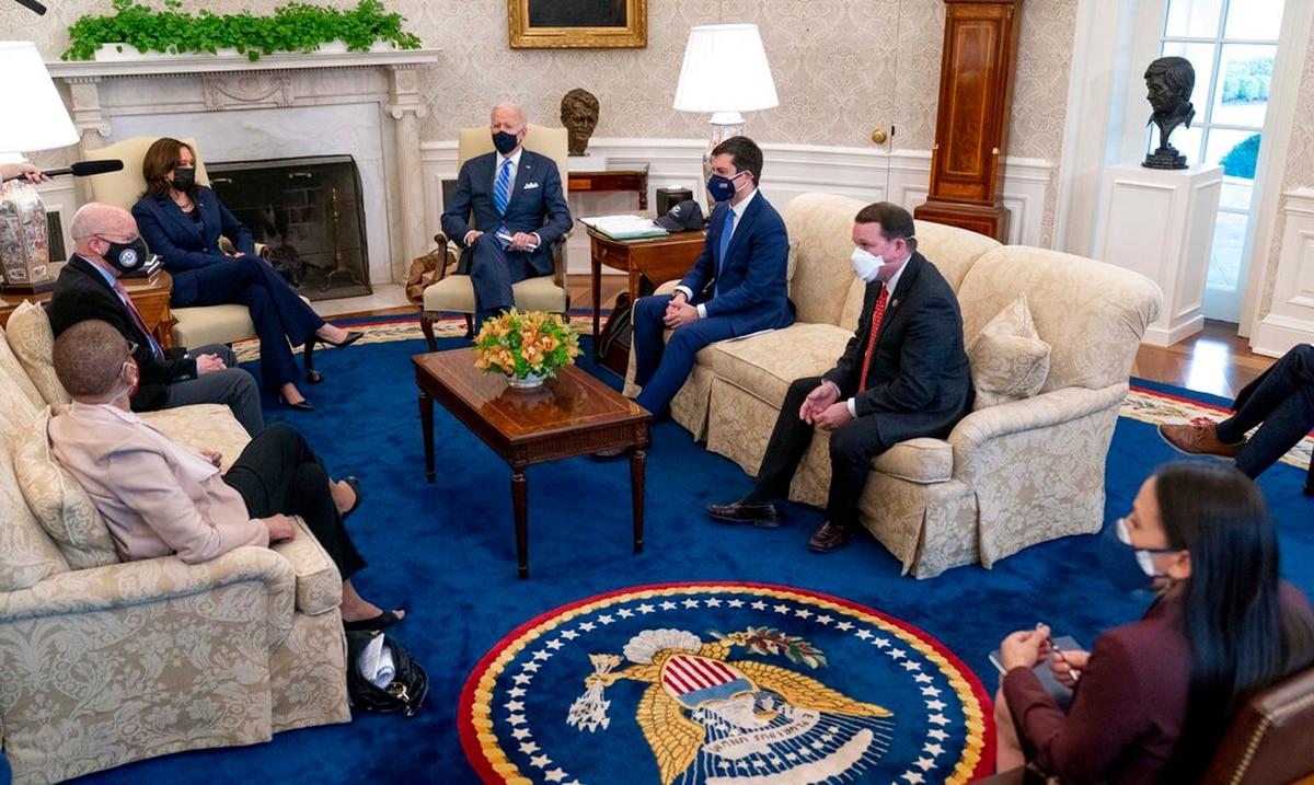 Joe Biden busca apoyo bipartidista a plan de infraestructura