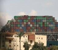 Ever Given, un carguero con bandera de Panamá que está atrapado a través del Canal de Suez en Egipto.