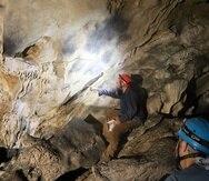 """Rodríguez explicó que, después de la invasión española, los indígenas comenzaron a usar las cuevas del karso """"como contexto de registro de lo que se observaba"""", lo que explica la presencia de imágenes como barcos y caballos."""