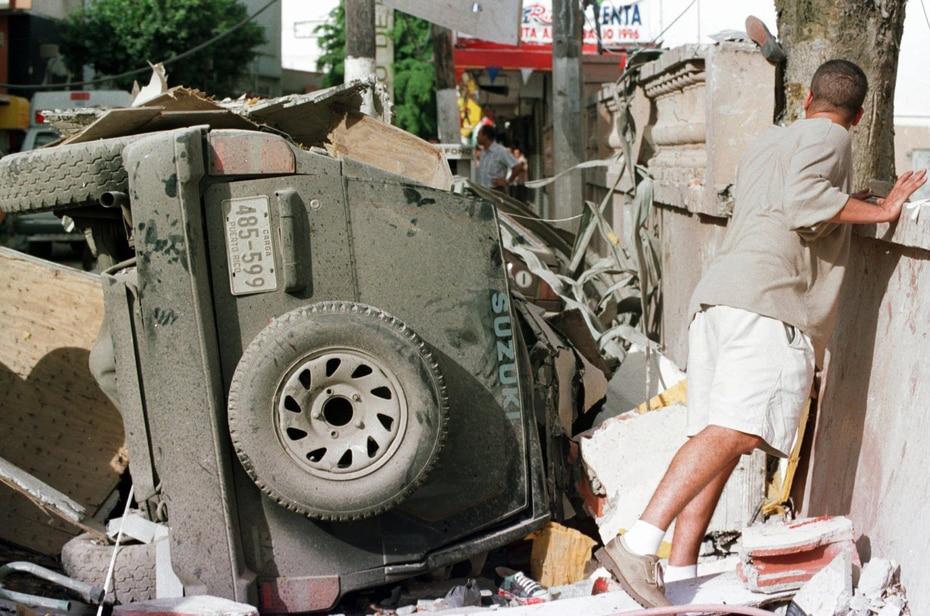 De acuerdo con la NTSB, la instalación de un tubo de agua potable debajo de la tubería de gas causó que la tubería de gas se doblara hasta romperse. Aunque clientes y empleados de Humberto Vidal se quejaron de un mal olor que venía del sótano del edificio días antes de la explosión, personal de San Juan Gas Company no encontró rastros de gas propano.