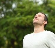La respiración lenta estimula la parte del sistema nervioso que nos brinda la sensación de calma y seguridad.(Shutterstock)