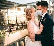 El patrón de alzas y bajas en los matrimonios firmados en lo que va de año parece estar directamente relacionado con los cierres forzosos y el toque de queda impuesto como medida de mitigación ante la pandemia del COVID-19.