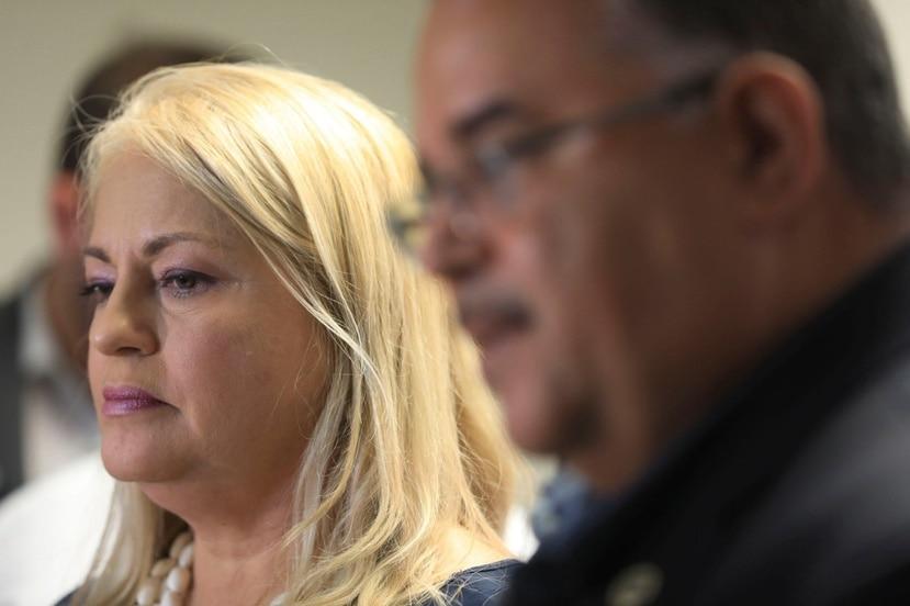 La gobernadora Wanda Vázquez dio una conferencia de prensa de última hora junto al secretario de Salud, Rafael Rodríguez Mercado.