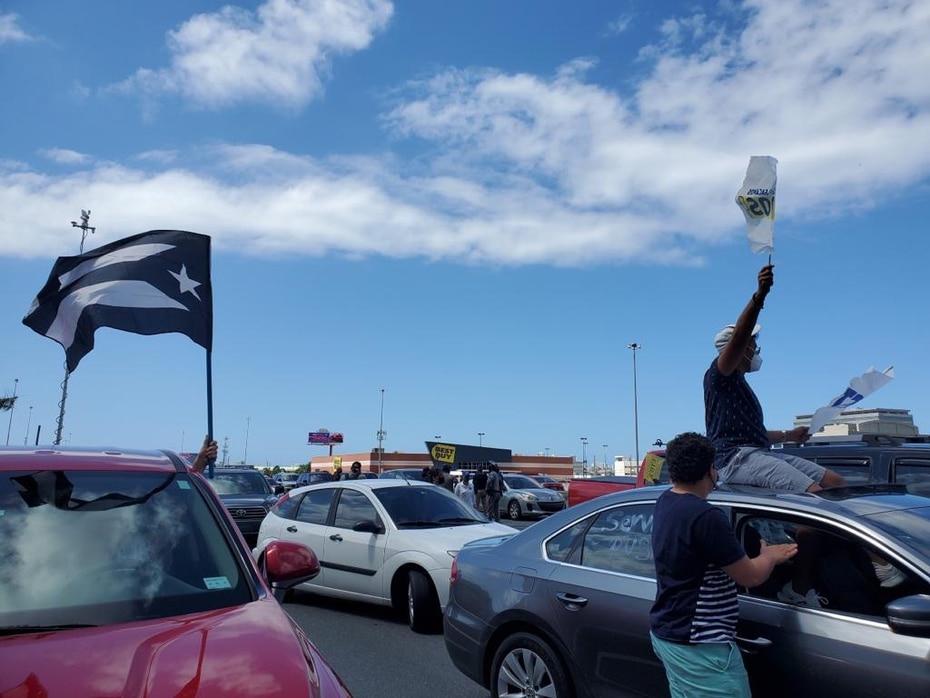 El público también llevó a cabo protestas por la reforma laboral y muchas otras situaciones que aquejan a la isla como parte del Día Internacional del Trabajador que se celebra hoy, sábado, 1 de mayo de 2021.