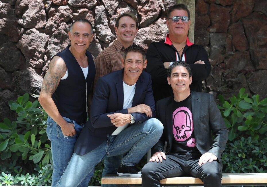 Los exintegrantes de la banda Menudo, René Farrait, Miguel Cancel, Ricky Meléndez, Johnny Lozada y Ray Reyes durante una conferencia de prensa del concierto 'Súbete a mi moto tour' .