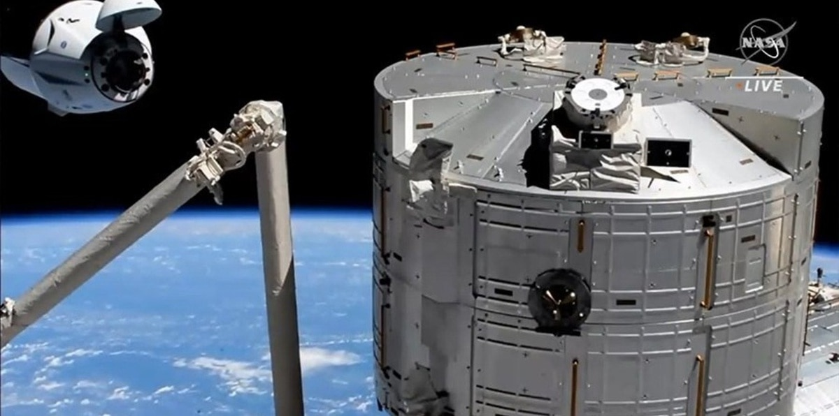 Una cápsula reciclada de SpaceX lleva nueva tripulación a la Estación Espacial Internacional
