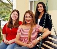 Brenda Padilla Pérez con sus hijas, de izquierda a derecha, Amanda y Paola Calderón Padilla.