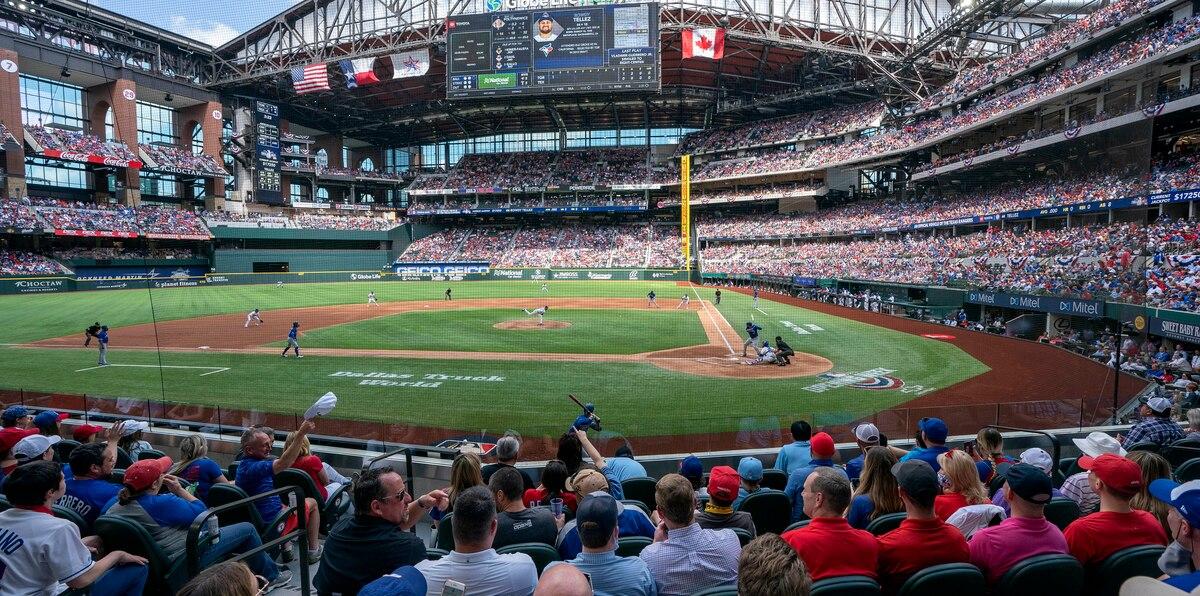 Así se llenó  el primer estadio de MLB en la era del COVID-19