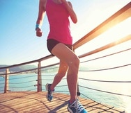 El calzado debe proteger el pie de roces y abrasiones, ejercer un efecto amortiguador contra el suelo y reducir el esfuerzo de los tendones y los músculos. (Archivo/ Thinkstock)