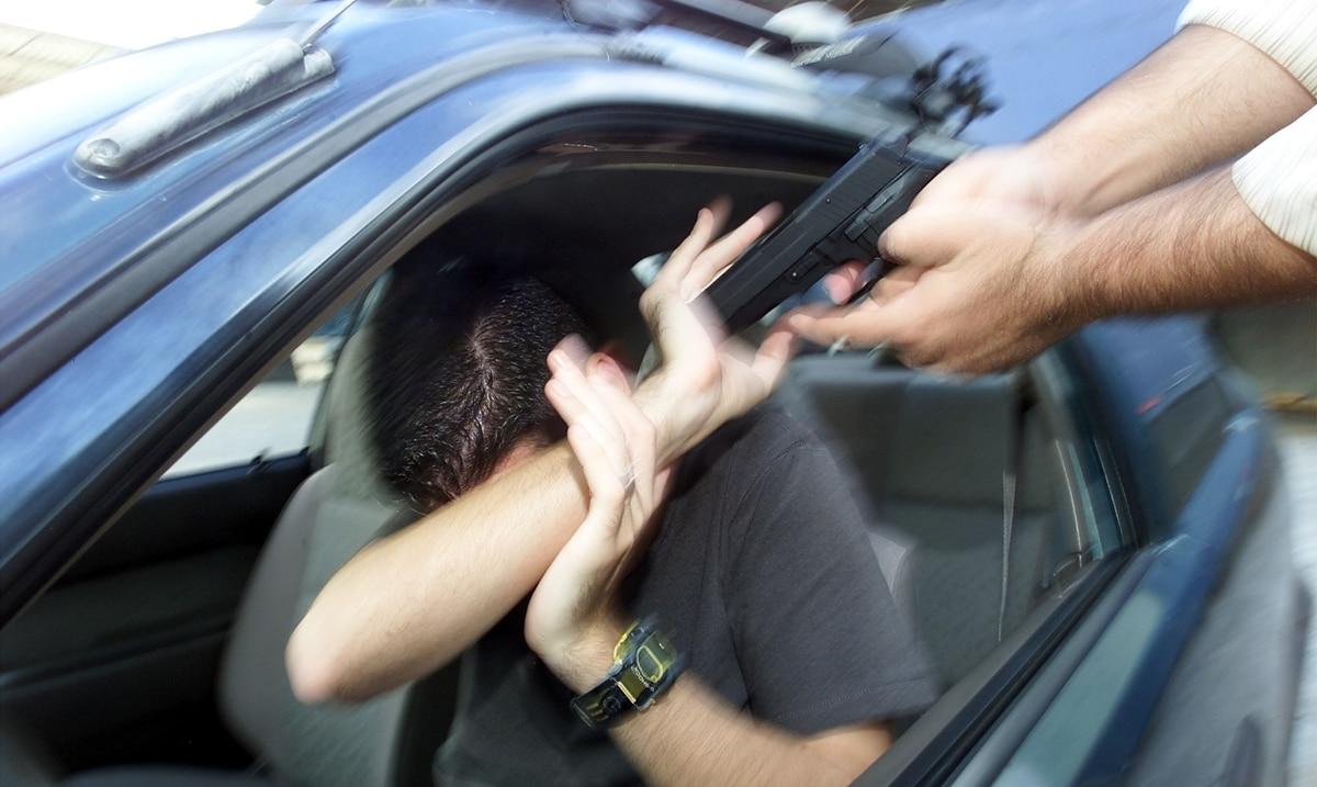 Delincuentes armados le roban al carro a un hombre mediante carjacking en Naguabo - El Nuevo Dia.com