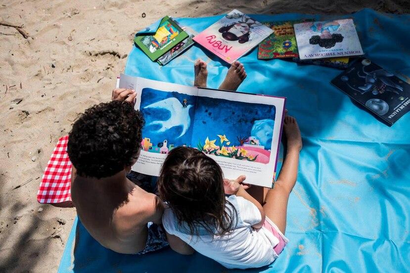 """Con la """"Lotebiblio"""", la cuentacuentos  desea ponerle un libro en las manos a cada niño, y que asocien la lectura con espacios de diversión, de esparcimiento, de libertad."""