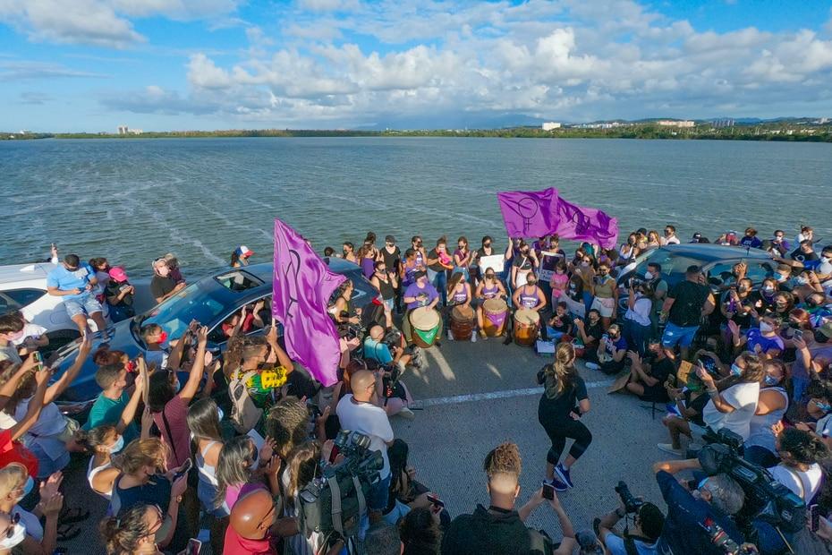 En la tarde del domingo, 2 de mayo, cientos de personas se conglomeraron en el puente Teodoro Moscoso para reclamar justicia para Keishla Rodríguez Ortiz.