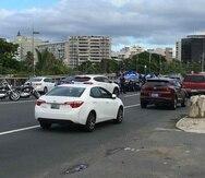 Debido al accidente, ocurrido cerca de las 3:30 p.m., se registra tráfico pesado en la zona.