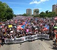 """San Juan, Puerto Rico, Julio 22, 2019 - MCD - FOTOS para ilustrar una historia relacionada a la marcha en contra del gobernador Ricardo Rosselló debido a la controversia en el gobierno por asuntos de corrupción y el chat de Telegram - #RickyRenuncia #NiCorruptosNiCobardes. EN LA FOTO una vitsa de la manifestacíon en la que participaron miles y las banderas de Puerto Rico eran incontables.FOTO POR:  tonito.zayas@gfrmedia.comRamon """" Tonito """" Zayas / GFR Media"""