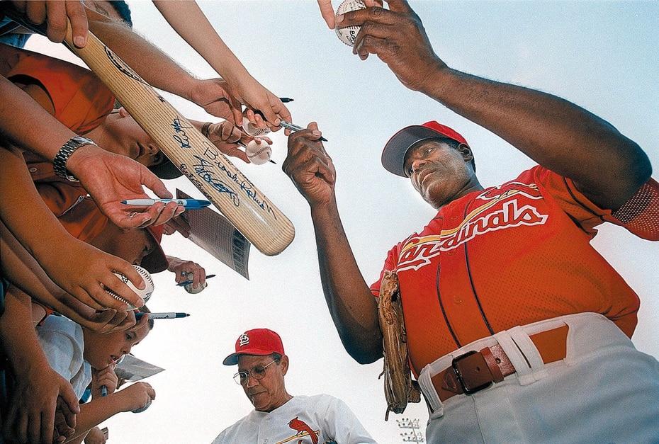 Bob Gibson, eterno integrante de los Cardinals de San Luis, murió el 2 de octubre de 2020 a los 84 años. Padecía de cáncer de páncreas. Su muerte se produjo en el 52 aniversario de quizás su actuación más abrumadora, cuando ponchó a 17 bateadores, un récord de la Serie Mundial, en el primer juego de 1968 contra Detroit