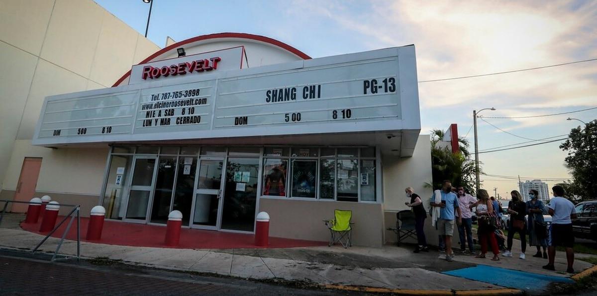 El pasado 16 de septiembre los dueños del cine, Cecile Solá y Milton Garland, anunciaron a través de las redes sociales que debido a la pandemia y los servicios de streaming, cerraban las puertas de este espacio de manera oficial.