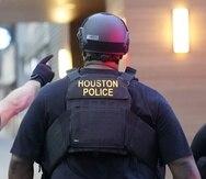 Algunas personas posiblemente involucradas en la operación de contrabando fueron detenidas, dijeron las autoridades.