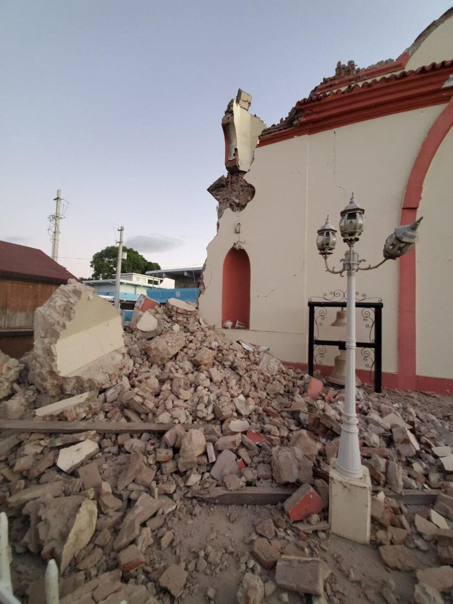 Ariel Pascual, líder de los monaguillos de la parroquia La Inmaculada Concepción de Guayanilla dijo que nadie resultó herido al colapsar parte de la iglesia.