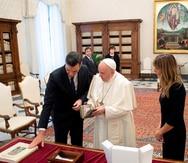 El papa Francisco y el presidente español se reúnen sin mascarilla en el Vaticano