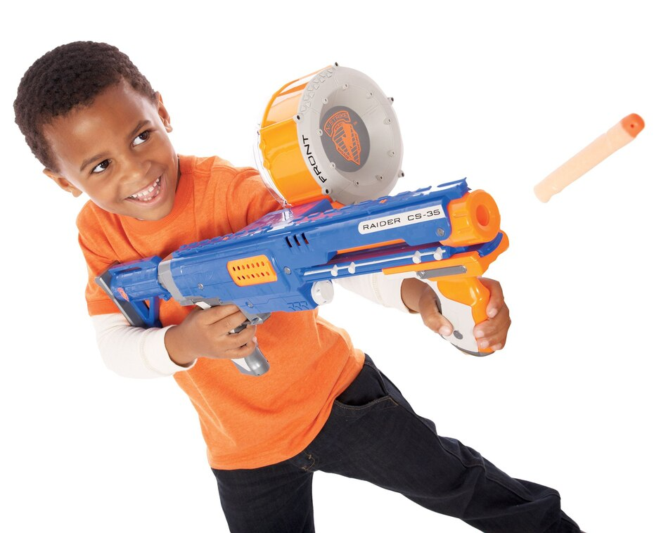 Las armas de plástico Nerf, que contaban con proyectiles de goma, fueron juguetes icónicos de los años 90. (Archivo GFR Media)