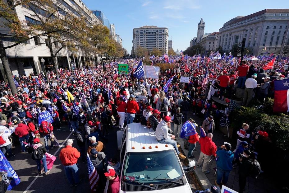 """Los seguidores de Trump promovieron fuertemente en las redes sociales su """"Marcha del Millón MAGA"""", en alusión al eslogan de Trump de """"Hagamos grande a Estados Unidos otra vez""""."""