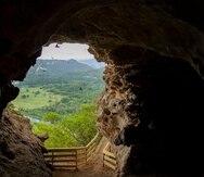 Imagen desde el interior de la Cueva León hacia el Río Grande de Arecibo.