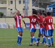 El capitán Nicolás Cardona festeja con el equipo uno de los goles del partido.