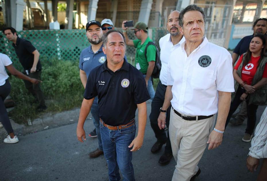 14 de enero - El gobernador de Nueva York, Andrew Cuomo (derecha), recorre las zonas afectadas en Guayanilla, Guánica y Ponce. Pone los recursos del estado a disposición del gobierno local para asistir en la recuperación.